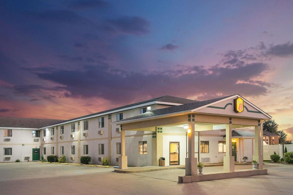 Super 8 by Wyndham Sikeston/Miner Area in Sikeston | Hotel