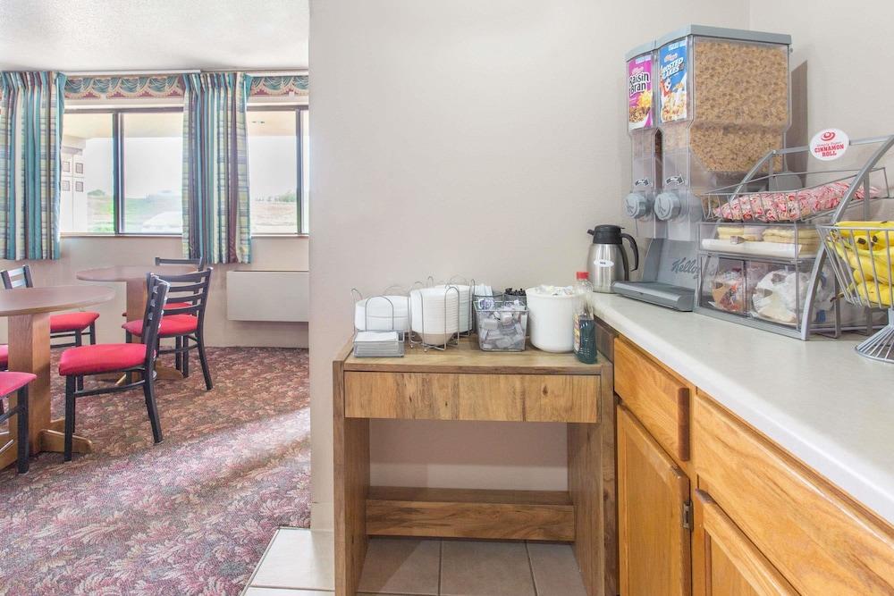 Super 8 by Wyndham Austin MN: 2019 Room Prices $81, Deals & Reviews
