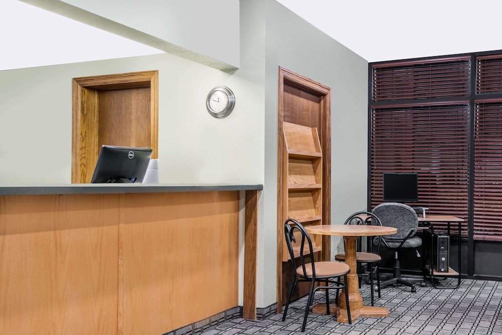 Super 8 by Wyndham Mankato: 2018 Room Prices from $56, Deals ...