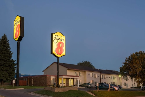 Super 8 by Wyndham Owatonna