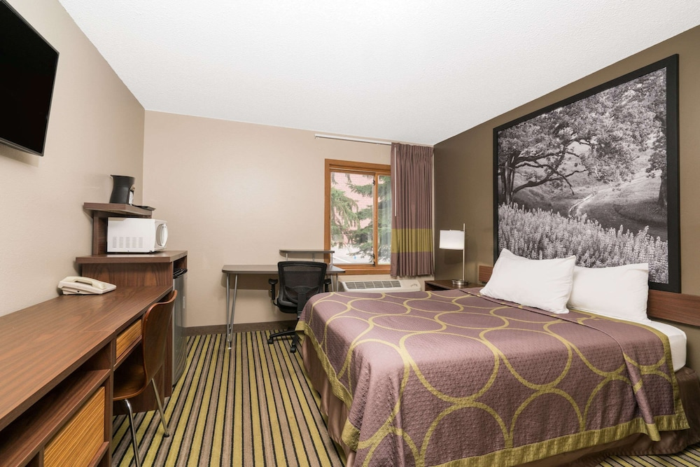 Room, Super 8 by Wyndham St. Cloud