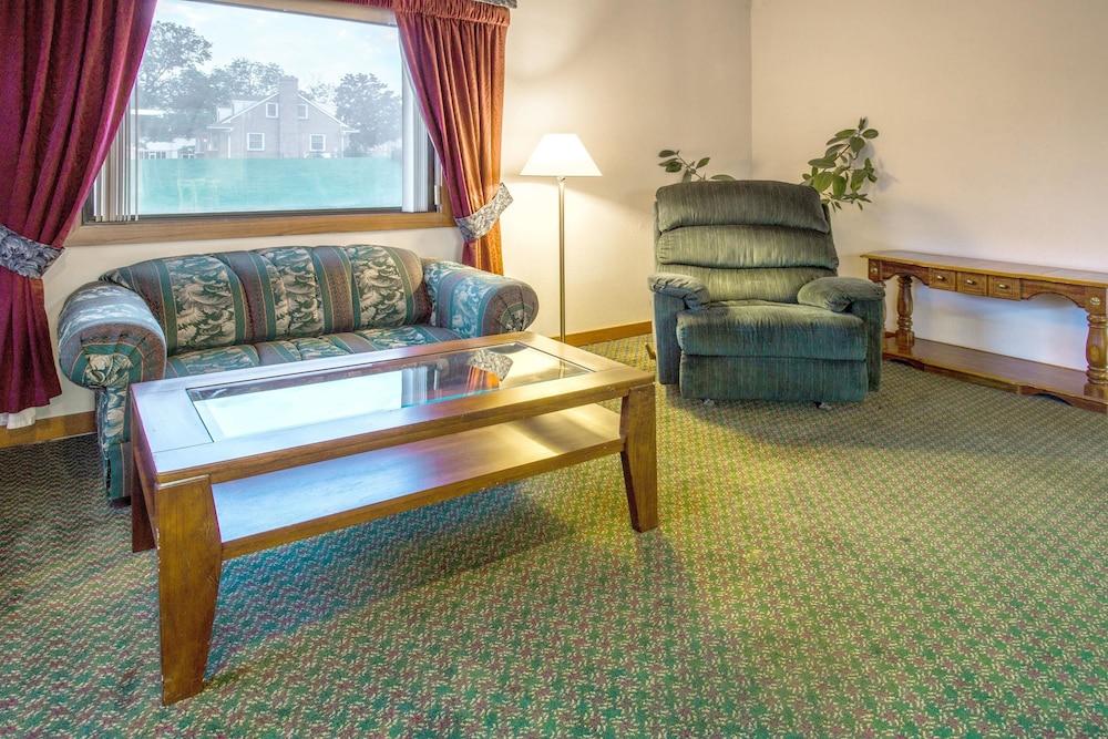 Super 8 By Wyndham Hartford Wi In Milwaukee Hotel Rates Reviews On Orbitz