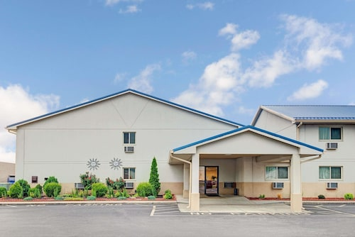 Great Place to stay Super 8 by Wyndham Indianapolis near Beech Grove