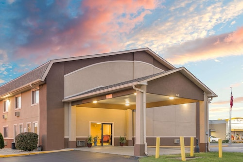 Great Place to stay Super 8 by Wyndham Shelbyville near Shelbyville