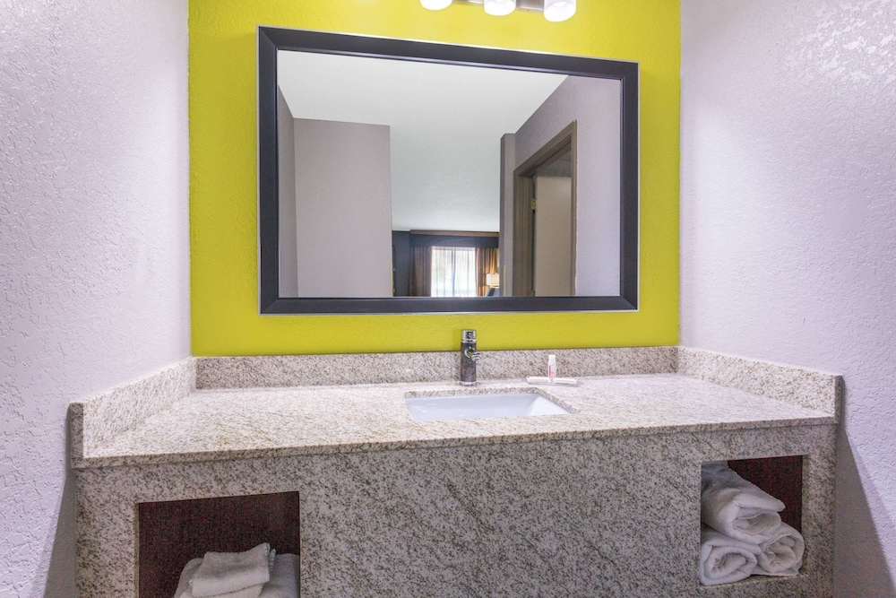 Bathroom, Super 8 by Wyndham Prattville Montgomery