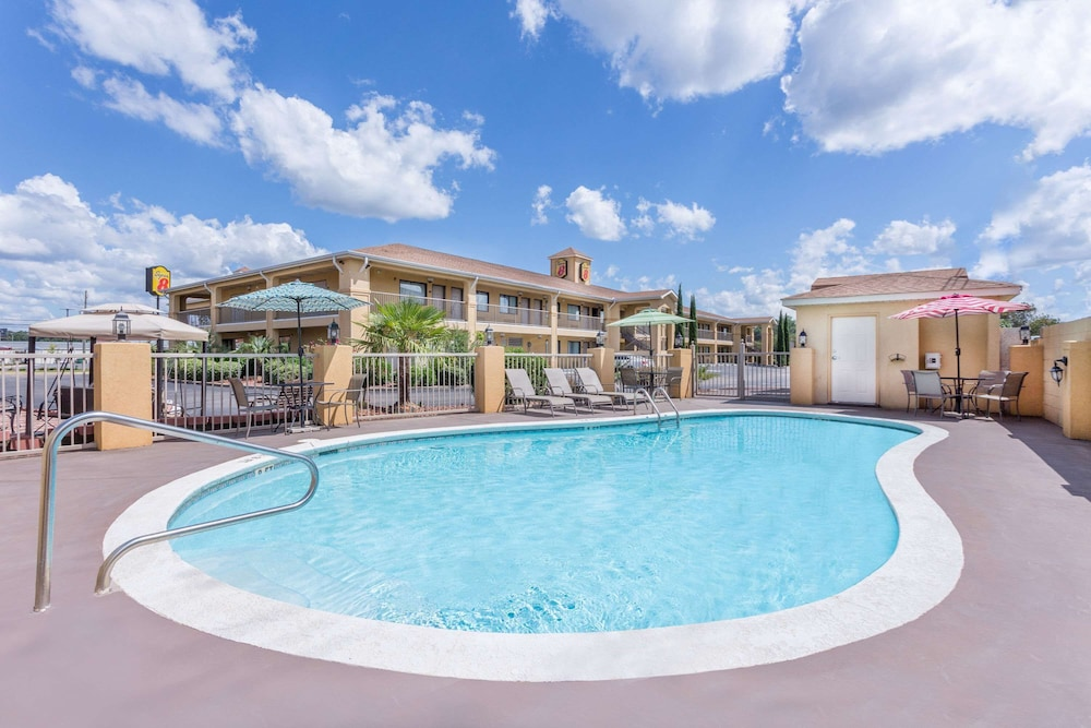 Pool, Super 8 by Wyndham Prattville Montgomery