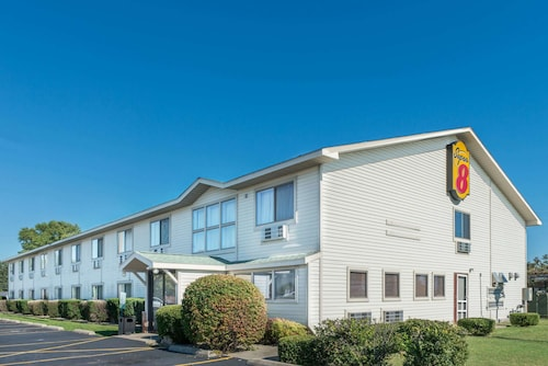 Great Place to stay Super 8 by Wyndham Du Quoin near Du Quoin