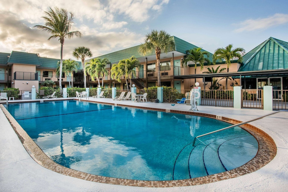Pool, Super 8 by Wyndham North Palm Beach