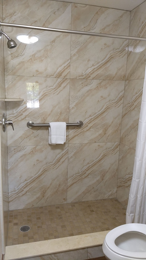 Bathroom Shower, Super 8 by Wyndham North Palm Beach