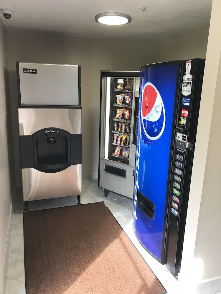 Vending Machine, Super 8 by Wyndham Hernando
