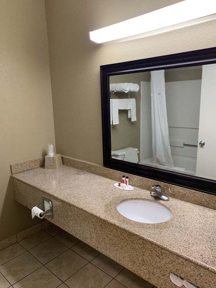 Bathroom, Super 8 by Wyndham Hernando