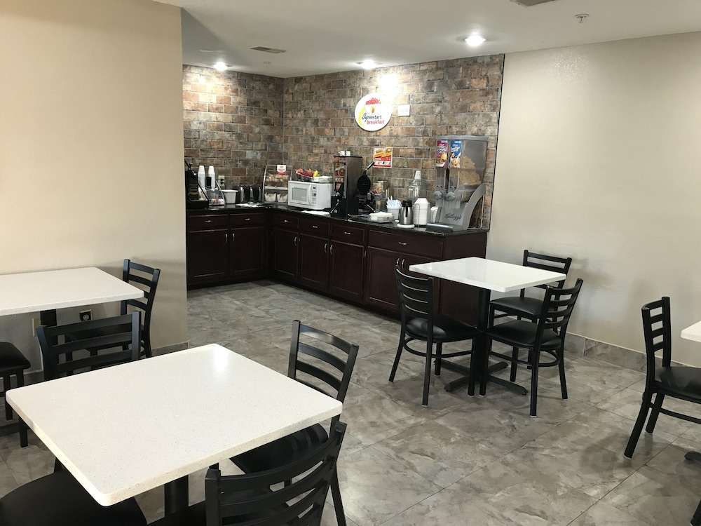 Breakfast Area, Super 8 by Wyndham Hernando