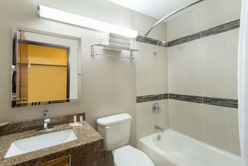 Bathroom, Super 8 by Wyndham Chico