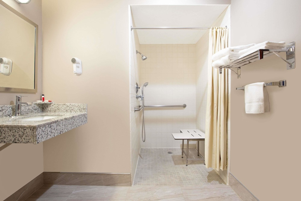 Bathroom Shower, Super 8 by Wyndham Chico