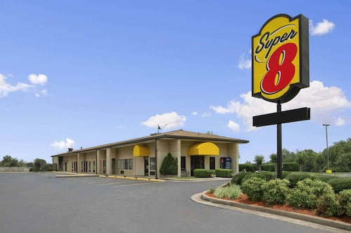Super 8 by Wyndham Tupelo Airport