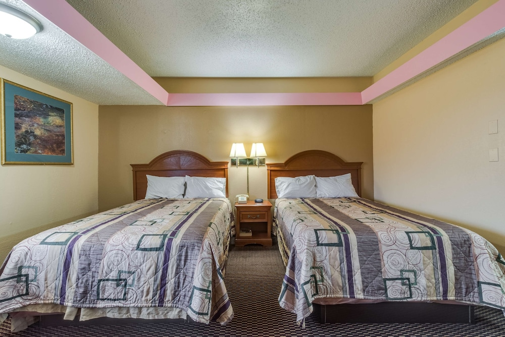 Room, Travelers Inn Midwest City