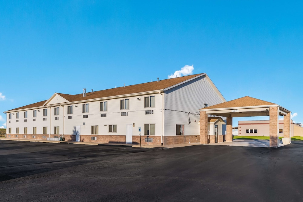 Exterior, Americas Best Value Inn Wenona