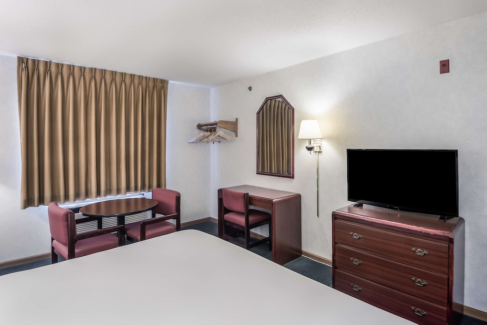 Room, Americas Best Value Inn Wenona