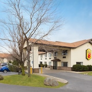 Super 8 by Wyndham Hebron Lowell Area