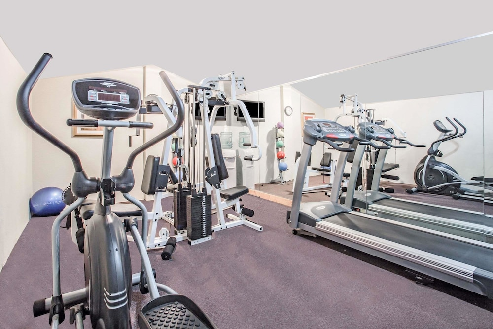 Fitness Facility, Super 8 by Wyndham Camp Springs/Andrews AFB DC Area