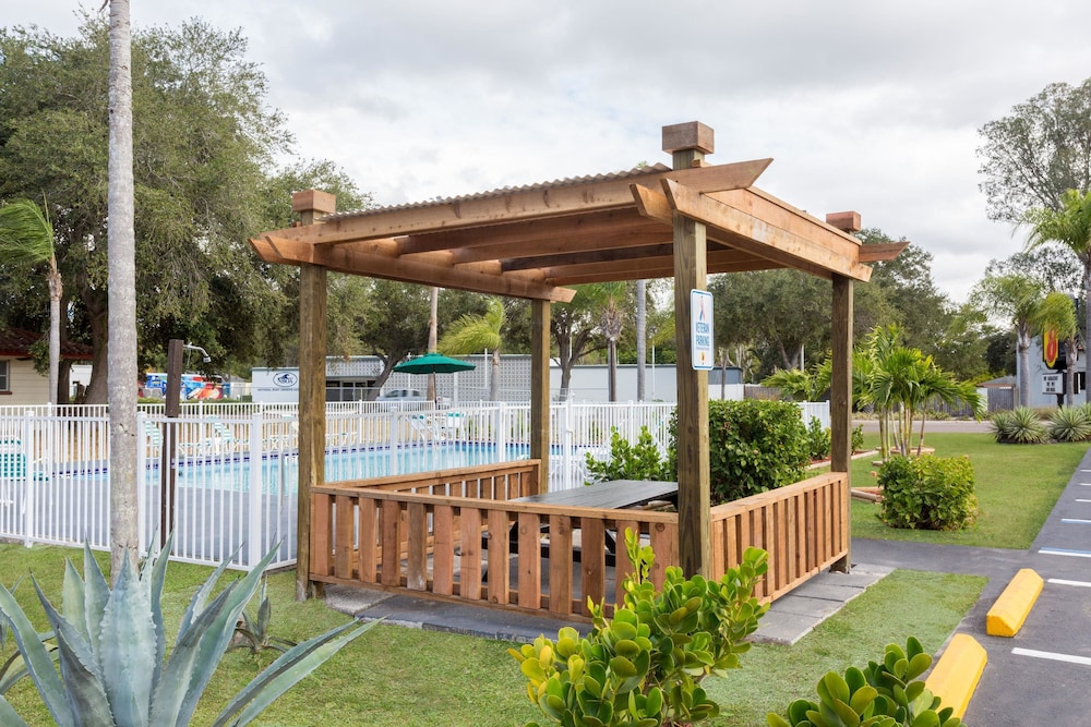 Property Amenity, Super 8 by Wyndham Sarasota Near Siesta Key
