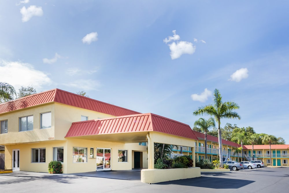 Exterior, Super 8 by Wyndham Sarasota Near Siesta Key
