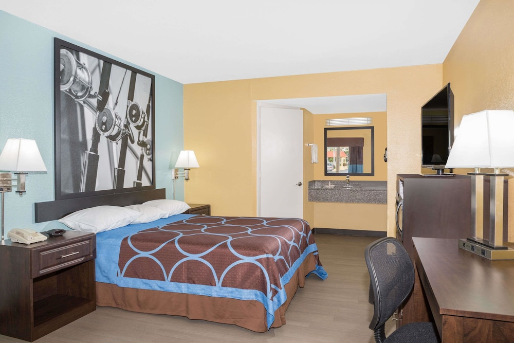 Room, Super 8 by Wyndham Sarasota Near Siesta Key