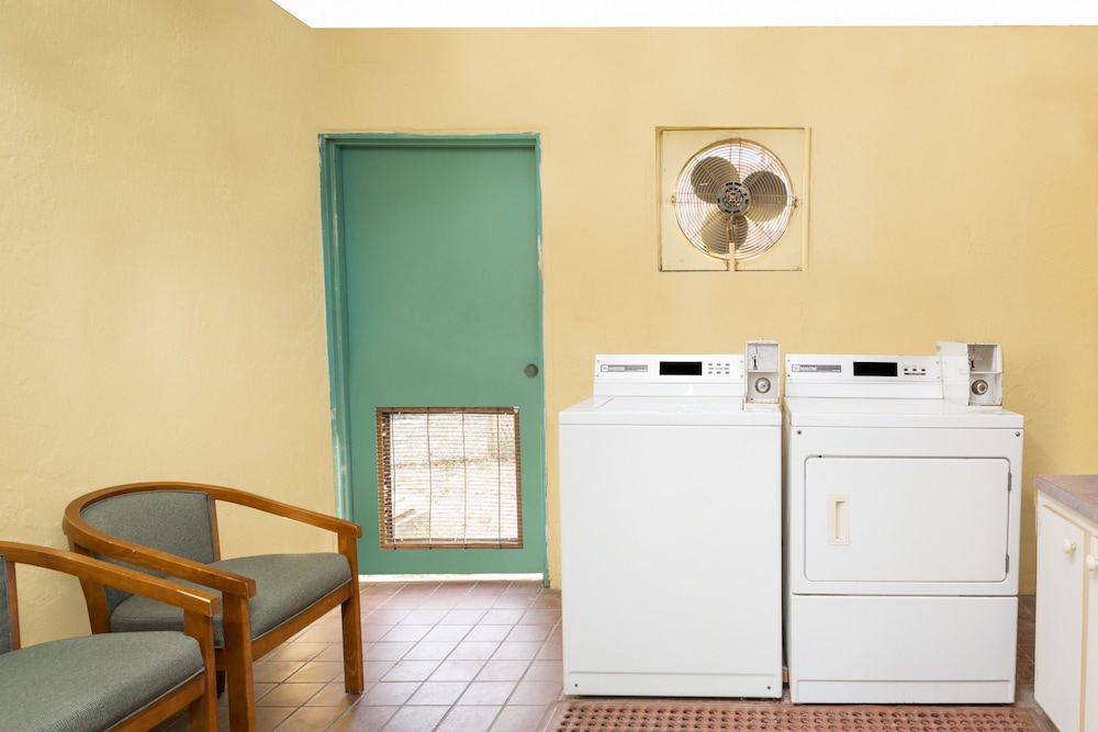 Laundry Room, Super 8 by Wyndham Sarasota Near Siesta Key