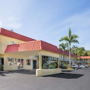 Super 8 by Wyndham Sarasota Near Siesta Key