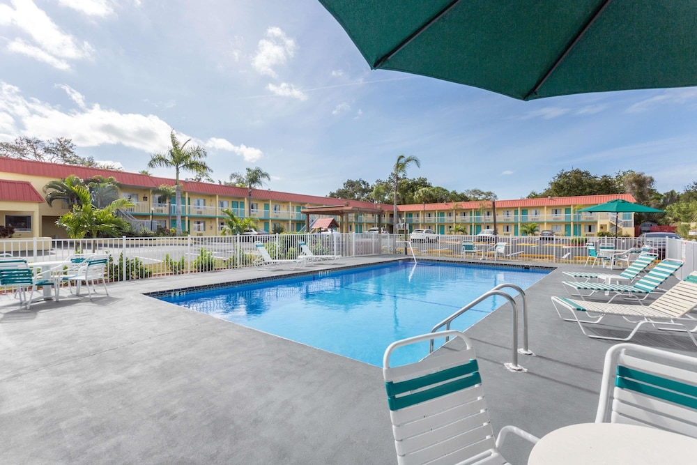 Featured Image, Super 8 by Wyndham Sarasota Near Siesta Key