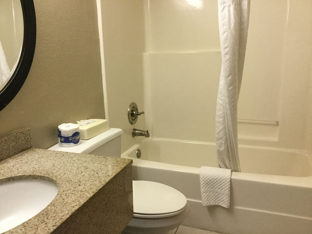 Bathroom, Super 8 by Wyndham Waycross GA