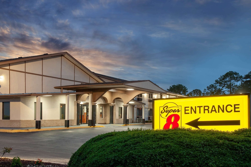 Exterior, Super 8 by Wyndham Waycross GA