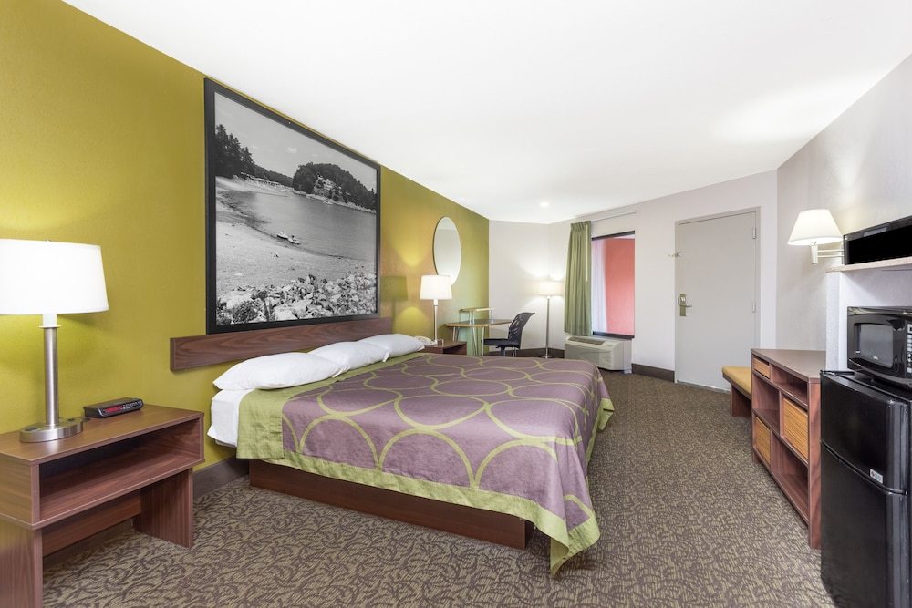 Room, Super 8 by Wyndham Gainesville