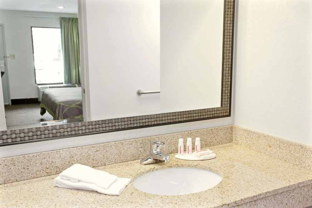 Bathroom, Super 8 by Wyndham Gainesville