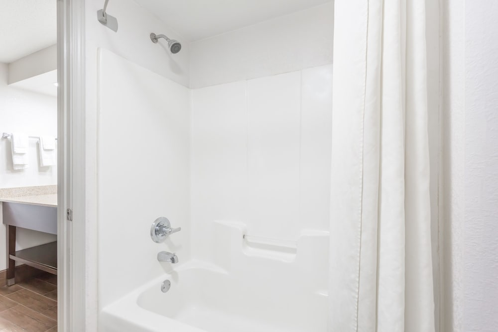 Deep Soaking Bathtub, Super 8 by Wyndham Gainesville