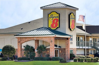 Super 8 by Wyndham Arlington Near AT&T Stadium