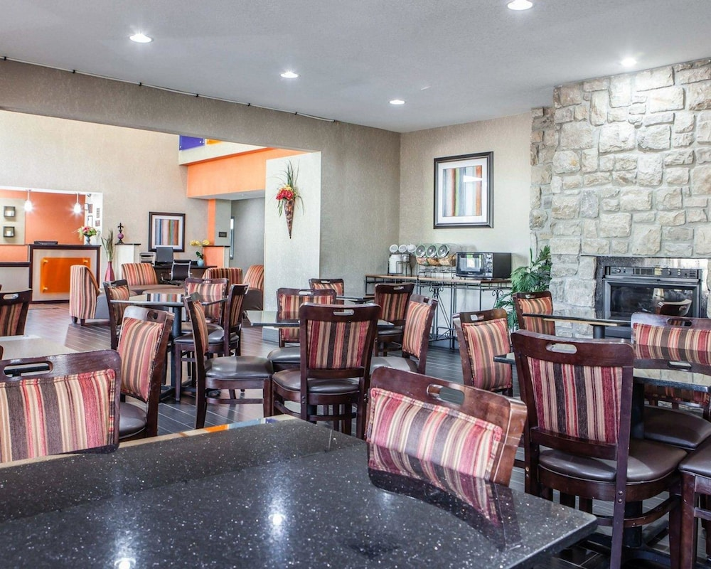 Breakfast Area, Comfort Inn Lees Summit @ Hwy 50 & Hwy 291