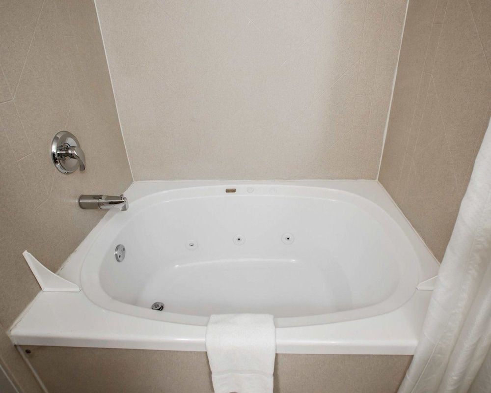 Bathroom, Comfort Inn Lees Summit @ Hwy 50 & Hwy 291