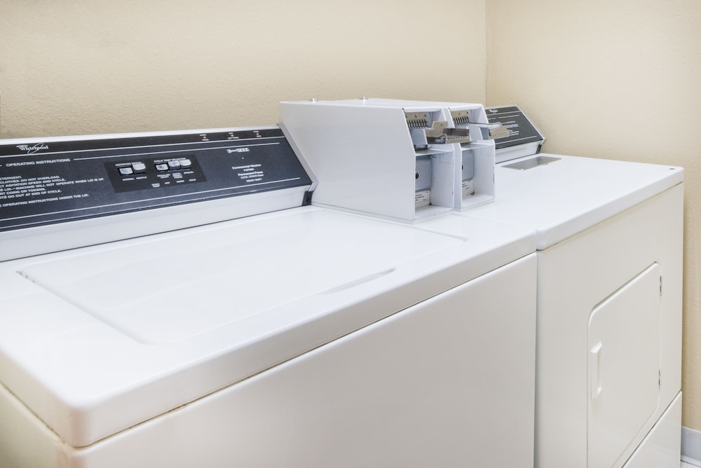 Laundry Room, Super 8 by Wyndham Jamestown
