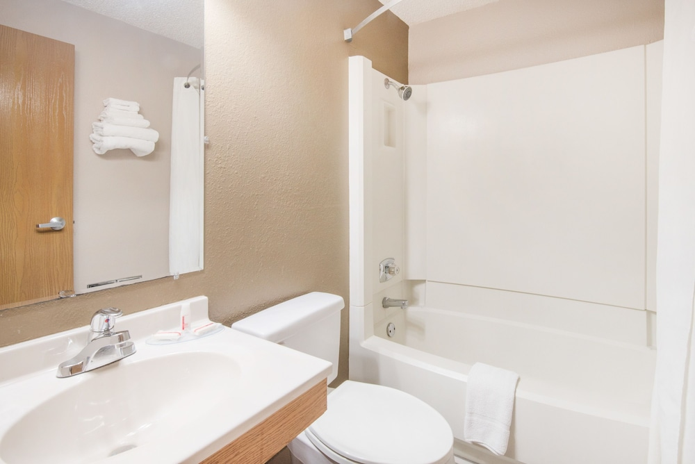 Bathroom, Super 8 by Wyndham Jamestown