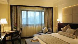 高級寢具、羽絨被、特厚豪華床墊、迷你吧