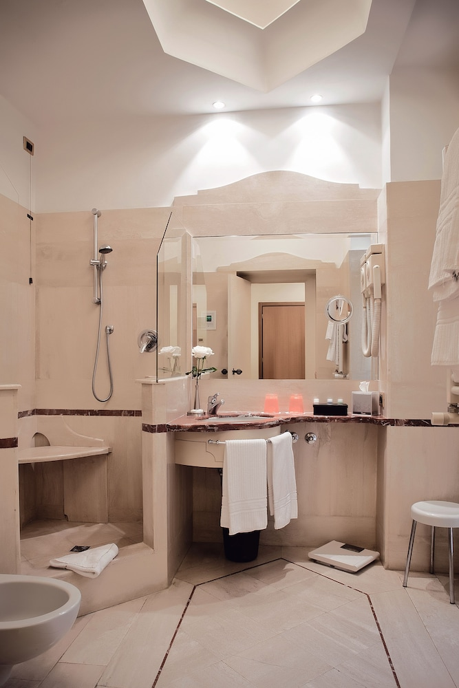 Bathroom, Hotel Isa