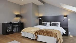 Premium bedding, minibar, laptop workspace, blackout curtains