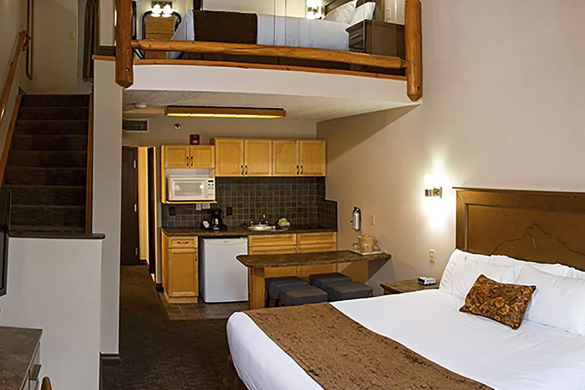 Suite, Multiple Beds, Kitchenette