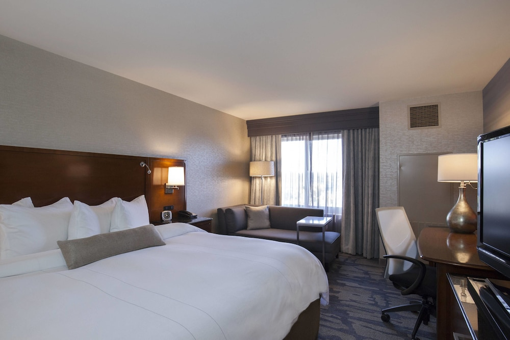 Room, Rochester Airport Marriott
