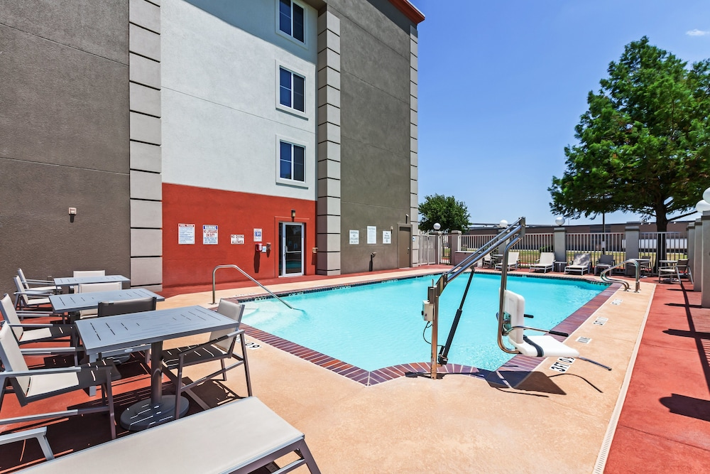 Pool, Holiday Inn Express Hotel & Suites Dallas Lewisville