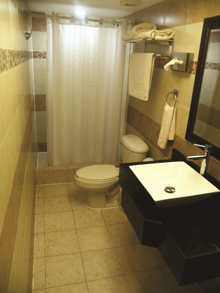 Bathroom, Best Western Hotel Plaza Matamoros