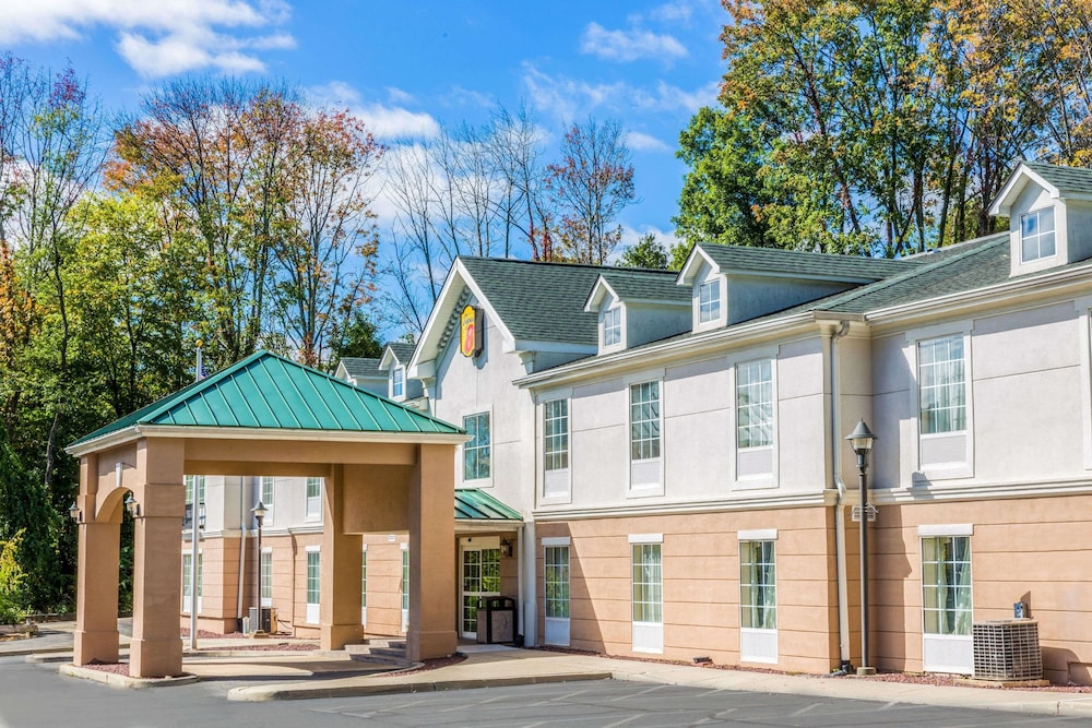 Super 8 by Wyndham Budd Lake in Parsippany | Hotel Rates