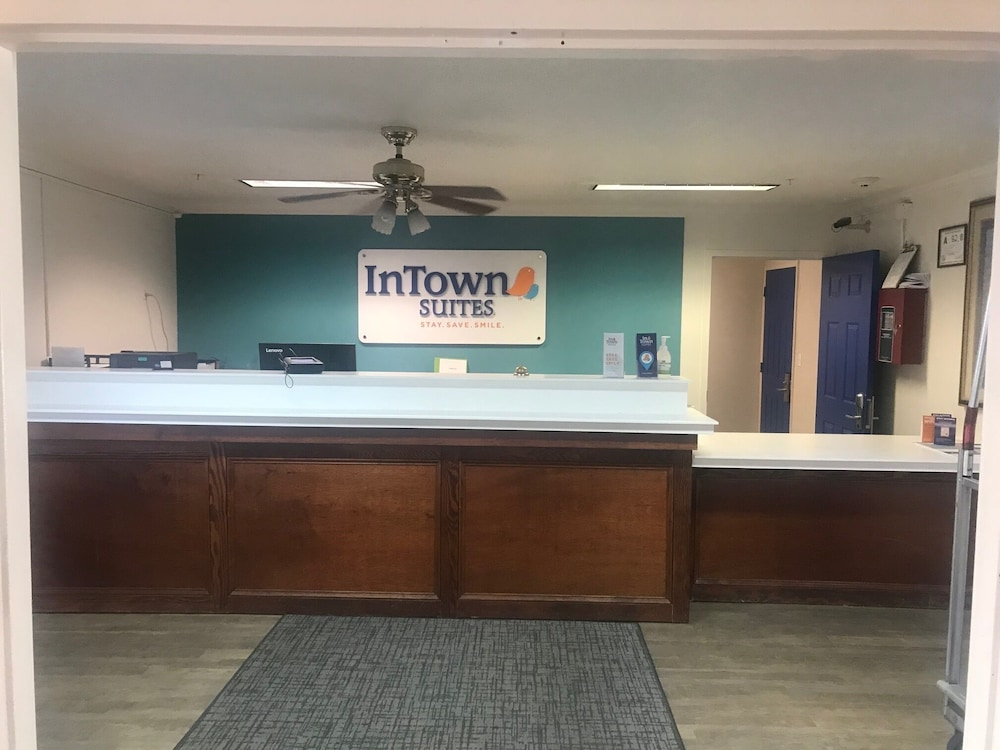 Lobby, InTown Suites Extended Stay High Point