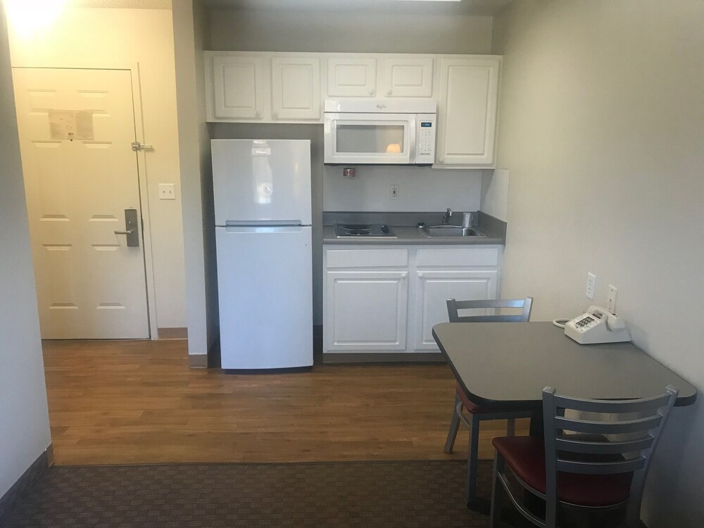 Private Kitchen, InTown Suites Extended Stay High Point